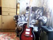 полуакустическую гитару и примочку